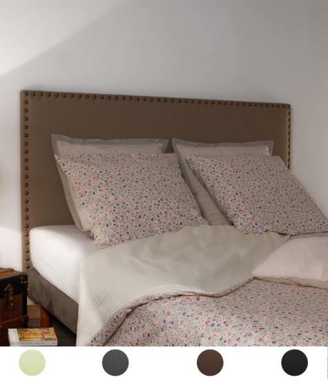 Tête de lit nattée et cloutée personnalisable